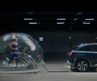 Mireia Belmonte respira emissões do Hyundai NEXO