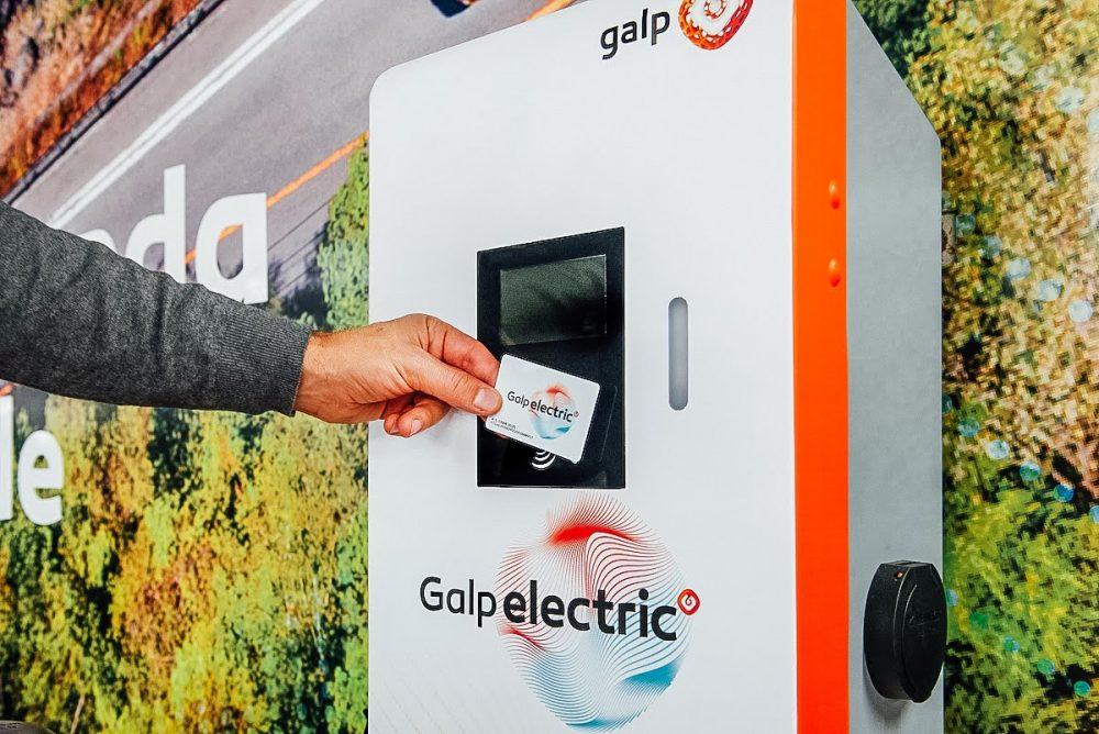 cartão carregamento carros elétricos - Cartão Galp a ser usado em posto de carregamento
